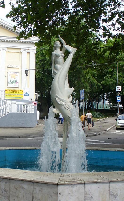 Русалка и дельфин фонтан в Туапсе, фото Наты
