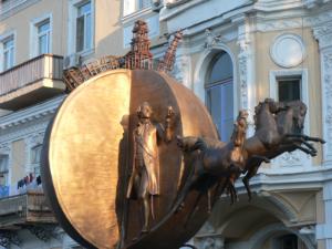 Памятник апельсину в Одессе