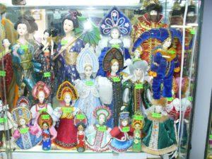 г.Туапсе. Куклы в народных костюмах