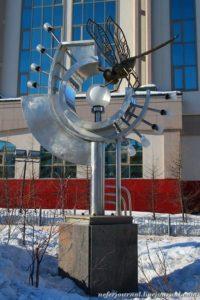 стрекоза-памятник-Салехард