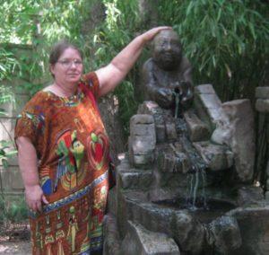 Я возле статуи богу Эбису