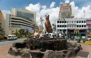 -кошки-памятник-Кучинг